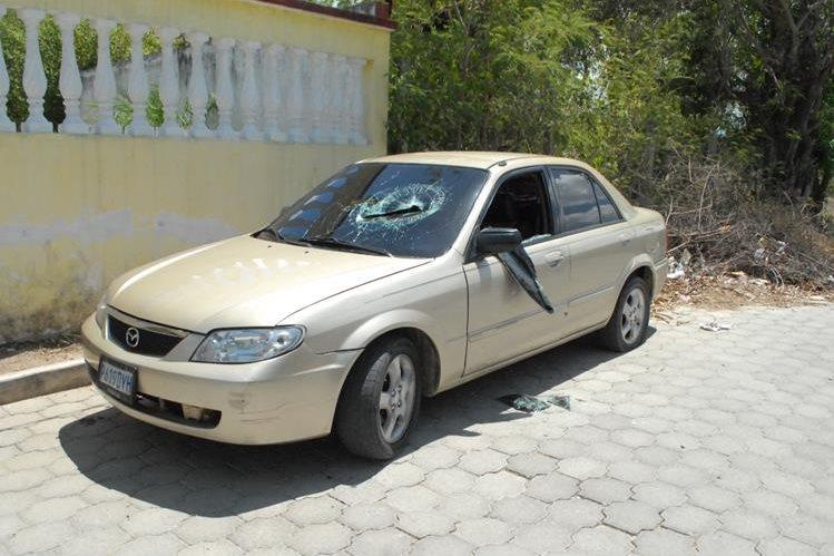 Vehículo en el que se desplazaban los dos capturados, en Guastatoya, El Progreso. (Foto Prensa Libre: Hugo Oliva)