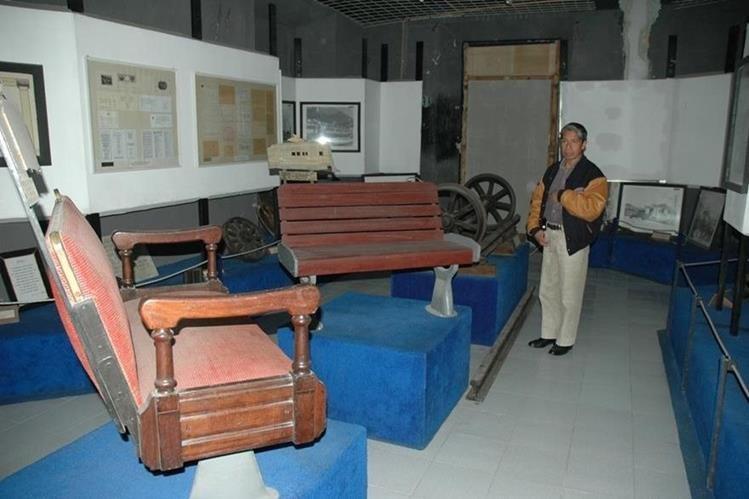 Algunos de los objetos que resguarda el Museo del Ferrocarril de los Altos, en Xelaju. (Foto Prensa Libre: María José Longo)