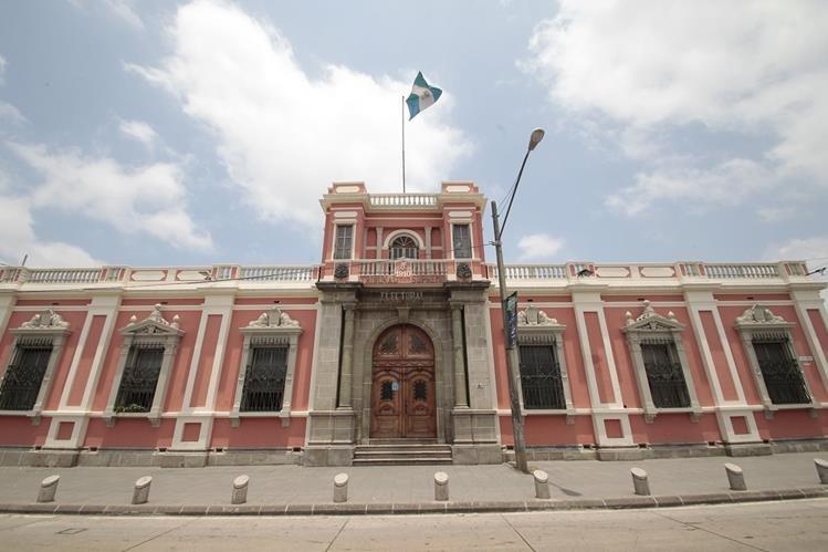 TSE garantiza las elecciones de este domingo, pese a la renuncia del Presidente. (Foto Prensa Libre: Hemeroteca PL)