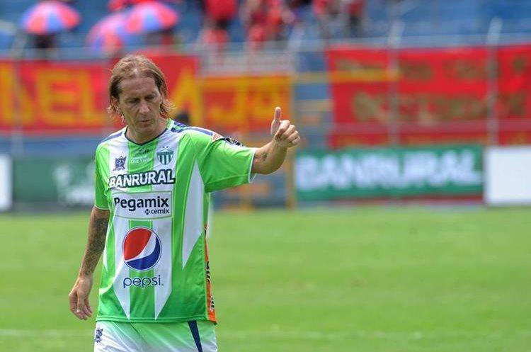 Míchel Salgado, exjugador del Real Madrid, vistió la camiseta de Antigua GFC. (Foto Prensa Libre: Edwin Fajardo)