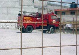 El vehículo  contra incendios de los Bomberos Voluntarios de San Marcos está retenido en un predio municipal. (Foto Prensa Libre: Genner Guzmán)