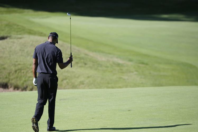 Tiger Woods no ha logrado recuperarse bien de la espalda por lo que no podrá participar. (Foto Prensa Libre: AP)