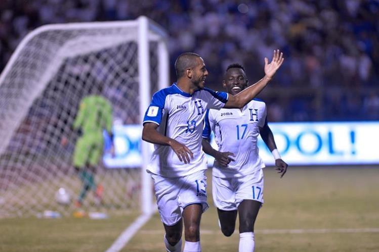 Hernández festeja después de anotar frente a Trinidad y Tobago. (Foto Prensa Libre: AFP)