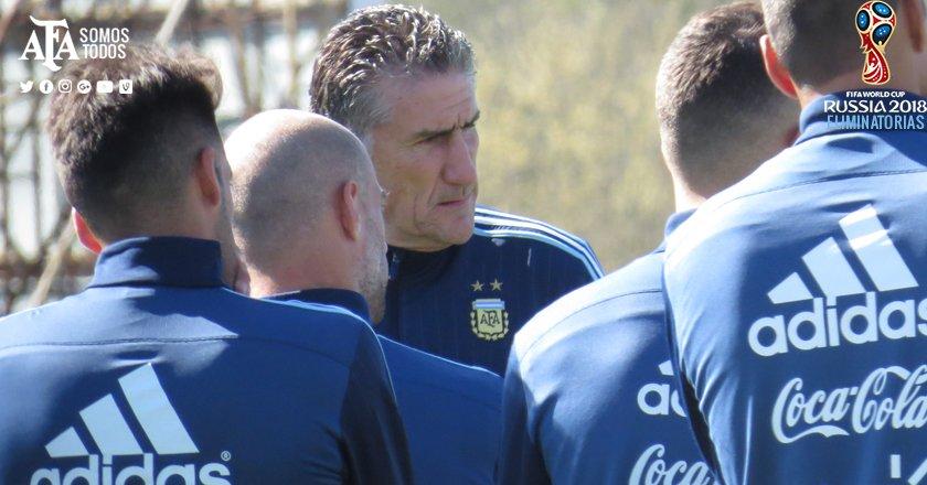 Edgardo Bauza, entrenador de la selección de Argentina. (Foto Prensa Libre: Twitter Argentina)