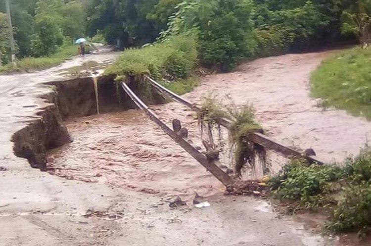 Varias viviendas corren el riesgo de ser arrastradas por la fuerte corriente de los ríos en Agustín Acasaguastlán, El Progreso. (Foto Prensa Libre: Hugo Oliva)