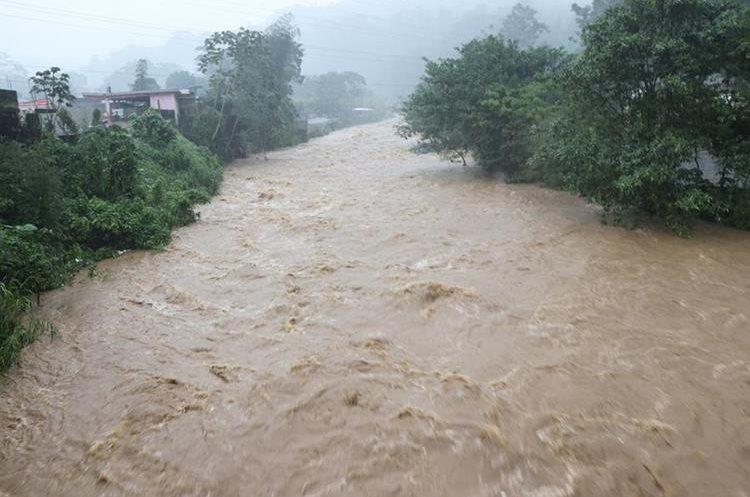 El río Cabúz en San Marcos, amenaza a comunidades cercanas. (Foto Prensa Libre: Whitmer Barrera)