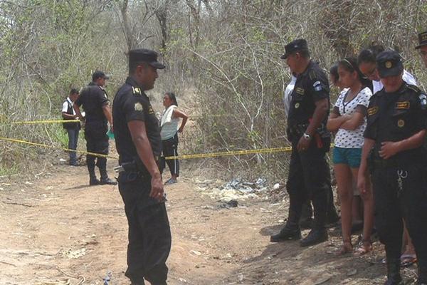 """<p>Dos de los cuerpos y tres cabezas fueron encontrados en la aldea San Miguel Conacaste. (Foto Prensa Libre: Hugo Oliva)<br _mce_bogus=""""1""""></p>"""