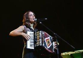 La cantante mexicana Julieta Venegas promociona nueva melodía. (Foto Prensa Libre: Tomada de www.julietavenegas.net)