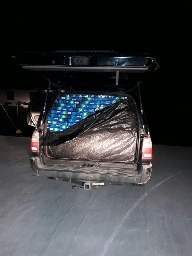 Autoridades trasladan el producto a las bodegas de la Policía. (Foto Prensa Libre: Rigoberto Escobar)