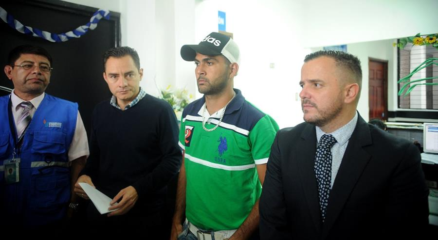 Didier Sagastume (Verde) interpuso una demanda en la PDH. (Foto Prensa Libre: Edwin Fajardo)