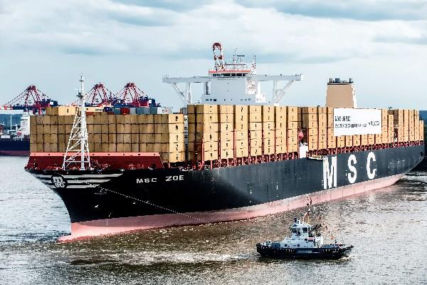 """Como el """"MSC Zoe"""" fue bautizado el barco de contenedores más grande del mundo. (Foto Prensa Libre-EFE)"""