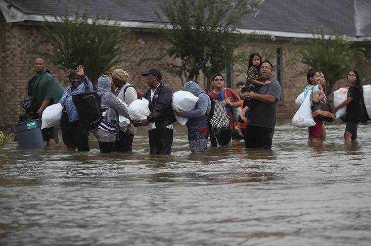 Alrededor de treinta mil personas han sido evacuadas de sus hogares.