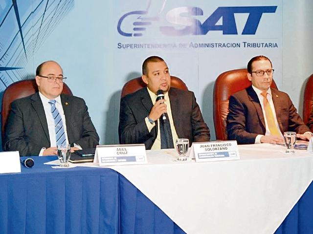el jefe de SAT Juan Francisco Solórzano, junto a otros intendentes, detallaron las cifras ayer.