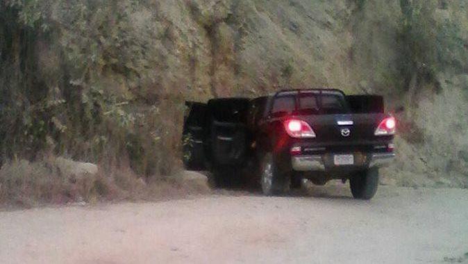 Vehículo en el que viajaba el alcalde Ángel Amado Pérez y el concejal Eldin Gómez de Paz. (Foto Prensa Libre: Cortesía)