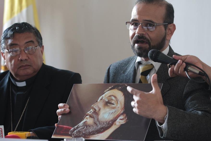 Especialistas explican cuál mfue el criterio de conservación y restauraciónl. (Foto Prensa Libre. Ángel Elías)