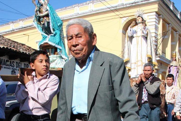 Javier Mo Caal, quien falleció en noviembre del 2015, caminaba siembre al frente de las procesiones, en Cobán, Alta Verapaz. (Foto Prensa Libre: Eduardo Sam)