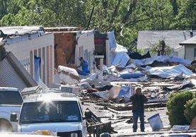 Dos tornados barrieran el sur de las Grandes Llanuras, volcaron autos y destrozaran docenas de viviendas cerca de Oklahoma City. (Foto Prensa LIbre:AP)