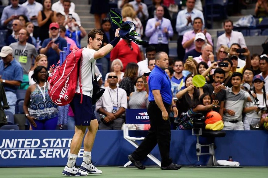 Murray se despide de sus seguidores en el Billie Jean King National Tennis Center. (Foto Prensa Libre: AFP)