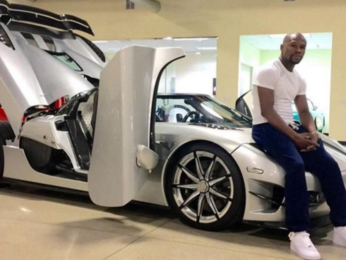 Mayweather toma fotografías y las sube a sus redes sociales con sus autos deportivos. (Foto tomada de redes)