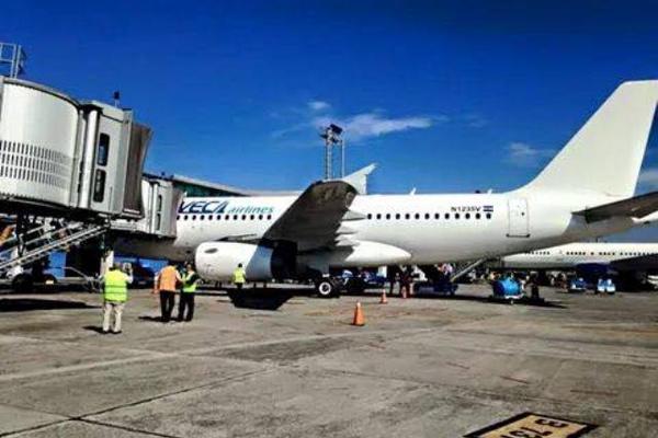 VECA, línea aérea salvadoreña de bajo costo, ofrece tres vuelos a la semana desde Guatemala hacia El Salvador y Costa Rica. (Foto, Prensa Libre: Facebook VECA).