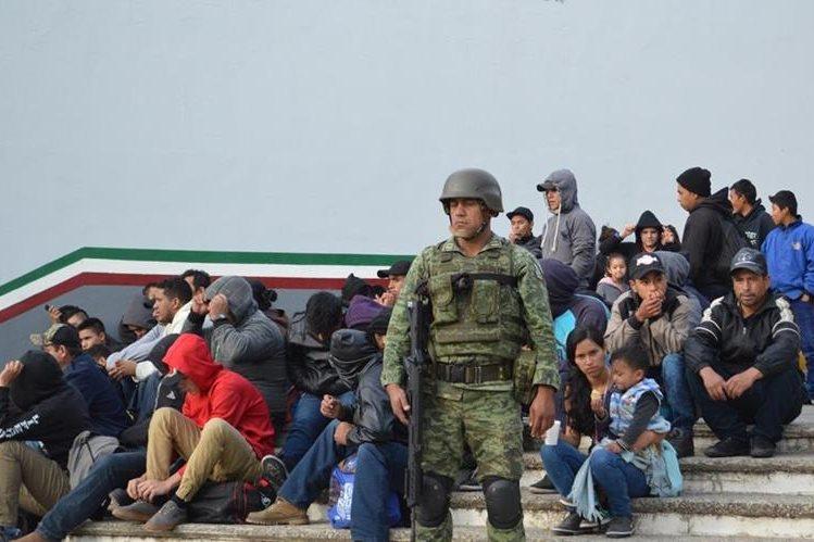 Semar y PGR rescatan a 125 migrantes centroamericanos en tres estados