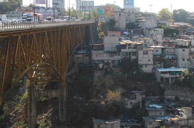 La reparación del puente Belice tardará unos ocho meses. (Foto Prensa Libre: Hemeroteca PL)
