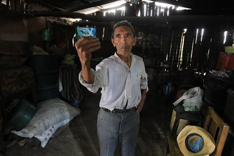 Santos Estrada es uno de los beneficiarios de las transferencias condicionadas, en Chuarrancho.