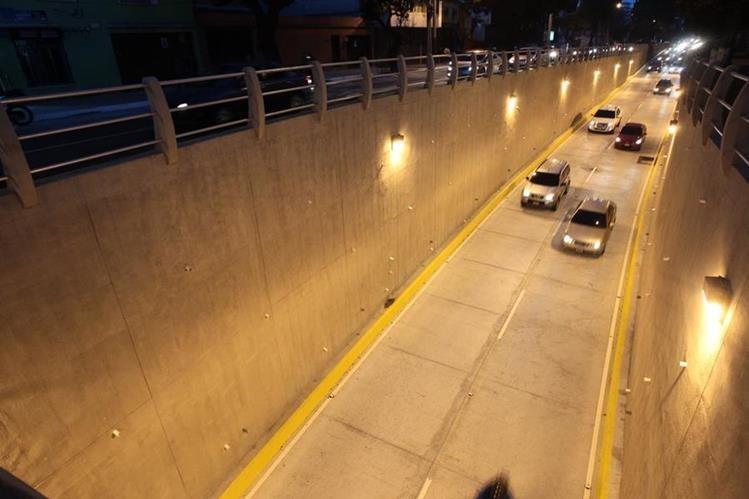 La obra beneficiará a automovilistas de las zonas 1, 15, 16, 17 y 18, informó el vocero de la Municipalidad. (Foto Prensa Libre: Esbin García)