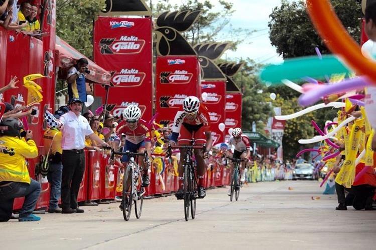 Alder Torres en el cierre de la etapa. (Foto Prensa Libre: Norvin Mendoza)