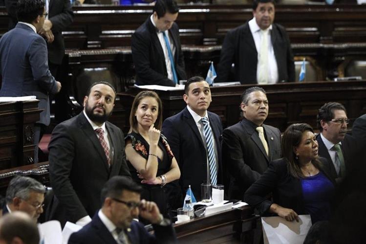 Diputados libraron al presidente Jimmy Morales de la investigación de MP y Cicig por financiamiento electoral ilícito. (Foto Prensa Libre: Carlos Hernández)