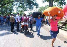 Al menos cuatro puntos en carreteras de la provincia se mantienen bloqueados por salubristas, quienes el cumplimiento de pactos colectivos.<br>