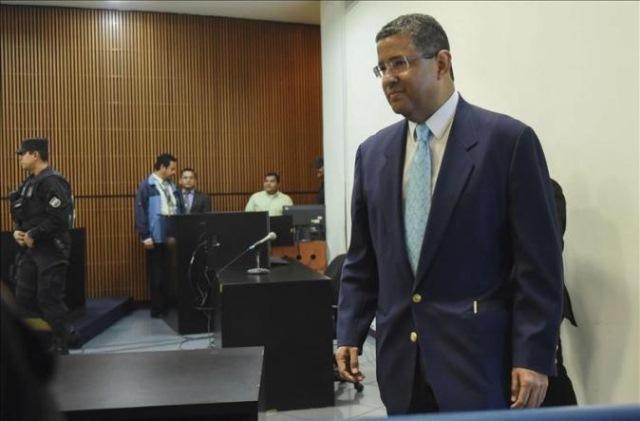 Tribunal salvadoreño anula el cargo de blanqueo y prisión a Francisco Flores. (Foto Prensa Libre: AFP)