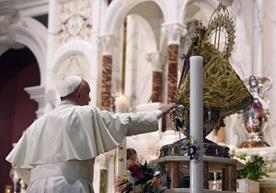 La Virgen de la Caridad del Cobre recibió una visita especial.