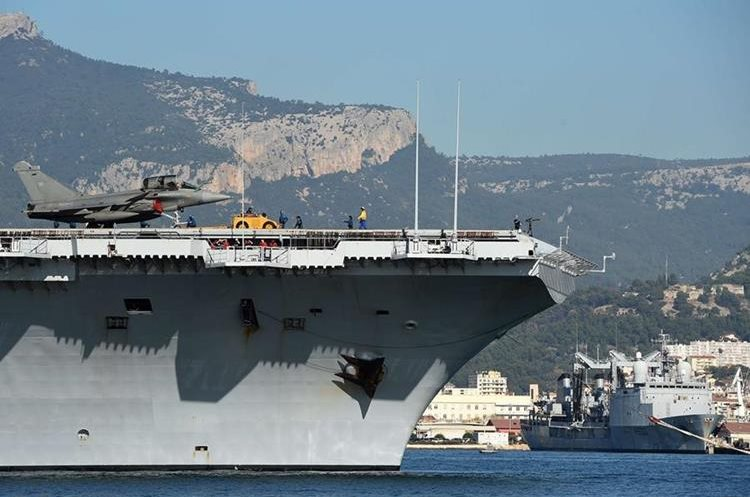 French aircraft carrier Charles-de-Gaulle leaves the southern French port of Toulon on November 18, 2015. France said its Charles de Gaulle aircraft carrier would be deployed to the eastern Mediterranean to boost operations in Syria as Paris intensifies a bombing campaign against the Islamic State group there. The latest move follows attacks in the French capital, claimed by the jihadist group, which left 129 people dead and hundreds more wounded. AFP PHOTO / ANNE-CHRISTINE POUJOULAT
