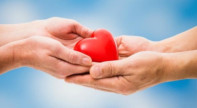 Obsequiar pequeños detalles que ayudarán a nobles causas llena de un aura especial este Día del Cariño.