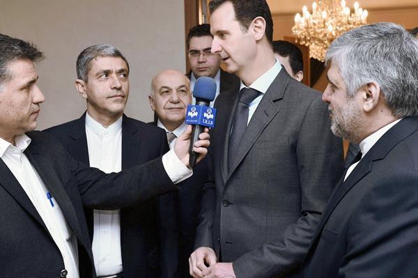 """El presidente sirio, Bachar al Asad (dcha), respondió que espera """"hechos"""" y que luego decidirá. (Foto Prensa Libre:EFE)"""