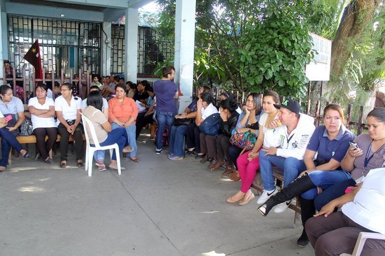 Consultas externas de hospitales fueron cerradas por salubristas este día.(Foto Prensa Libre: Hemeroteca PL)