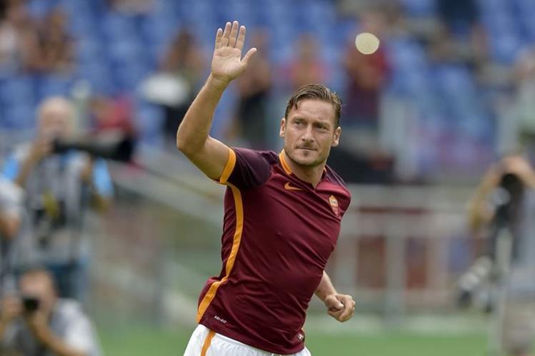 Franceso Totti no aseguró que se retire como futbolista activo a sus 40 años. (Foto Prensa Libre: Hemeroteca)