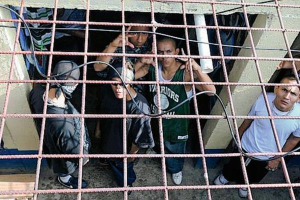 Las pandillas son uno de los mayores problemas de la región centroamericana. (Foto Prensa Libre: abc.es)