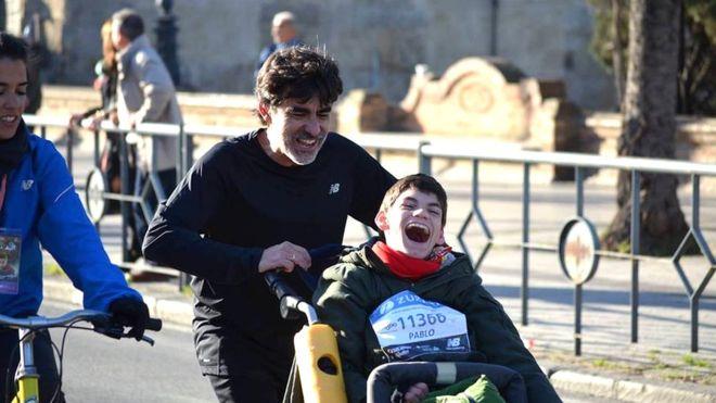 """José Manuel Roás y su hijo Pablo corrieron la maratón de Nueva York, donde el adolescente """"chocó manos con media ciudad"""". (Foto gentileza José Manuel Roás)."""