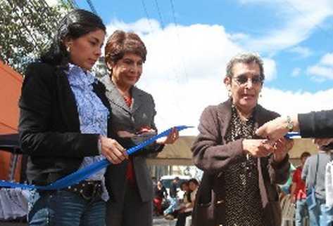 Alejandra garcía, Nineth Montenegro y Emilia García, hija, esposa y madre del sindicalista.