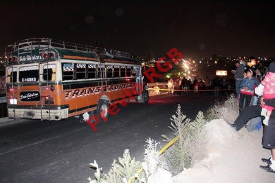 Un ataque a un bus en Xelajú dejó un piloto muerto la semana pasada, por lo que empresarios entraron en paro hoy. (Foto Prensa Lilbre: Carlos Ventura)