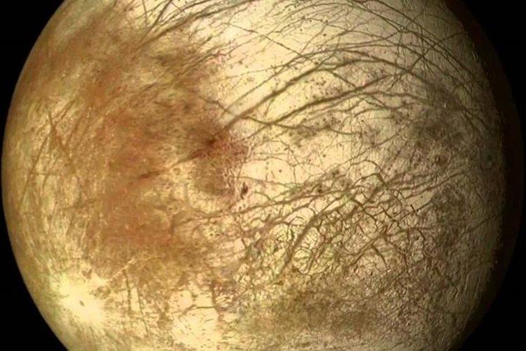 El telescopio Hubble ha detectado posibles emisiones de vapor en la luna helada Europa.(NASA).