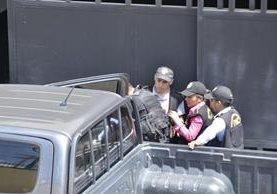 El agente de la PNC fue capturado en la zona 3 de Quetzaltenango. (Foto Prensa Libre: Stereo100)