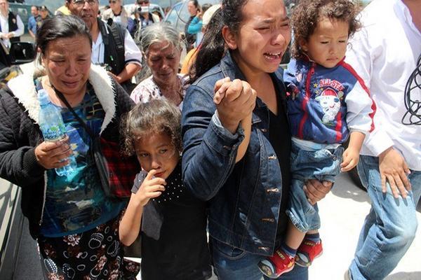"""<p>Familiares lamentan la muerte violenta de ocho policías ocurrida el 13 de junio del 2013, en Salcajá. (Foto Prensa Libre: Archivo) <br _mce_bogus=""""1""""></p>"""