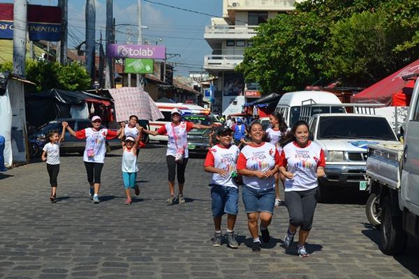 <p>En Retalhuleu conmemoraron el Día Mundial de la Lucha contra el Sida. (Foto Prensa Libre: Jorge Tizol).</p>