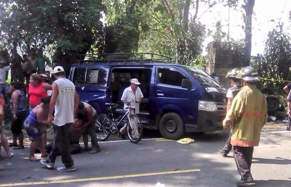 El suceso se registró en el kilómetro 115 entre Patulul y Cocales, Suchitepéquez. (Foto Prensa Libre: CVB)