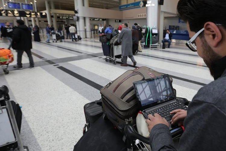 Expertos avizoran demandas por confusión en normas migratorias. (Foto Prensa Libre: AFP)