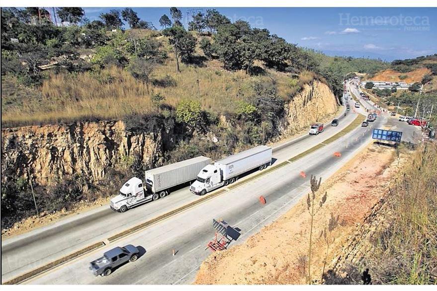 Parte de la carretera  al Atlántico o CA-9 es ampliada a cuatro carriles; foto del 12/1/2012. (Foto: Hemeroteca PL)