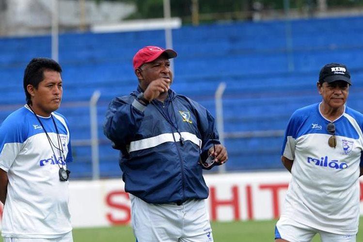 El técnico nacional Douglas Zamora dejó de ser el entrenador del campeón Suchi. (Foto Hemeroteca PL).